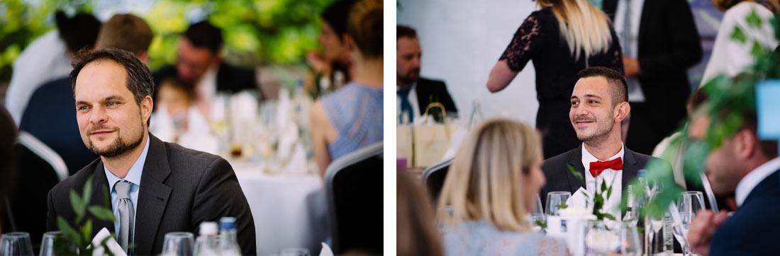 Portraits zweier Gäste am Tisch