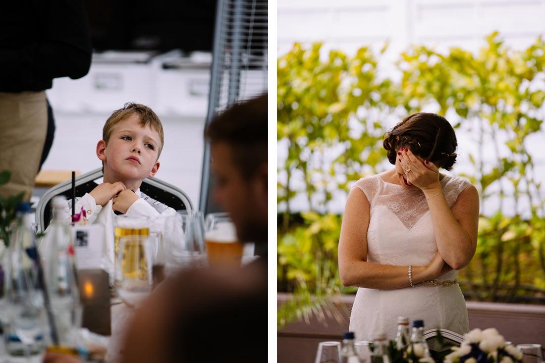 Die Braut fasst sich an den Kopf