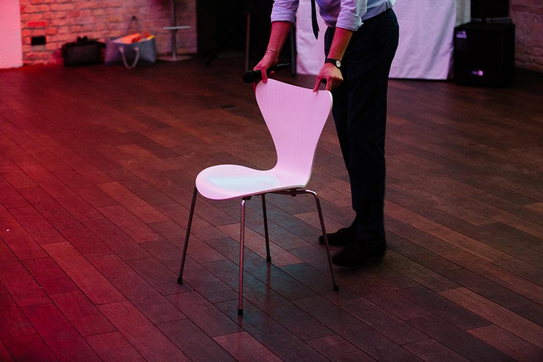 Erster Stuhl für ein Spiel