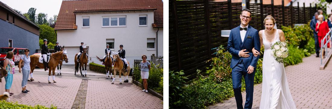 Pferde warten auf das Paar