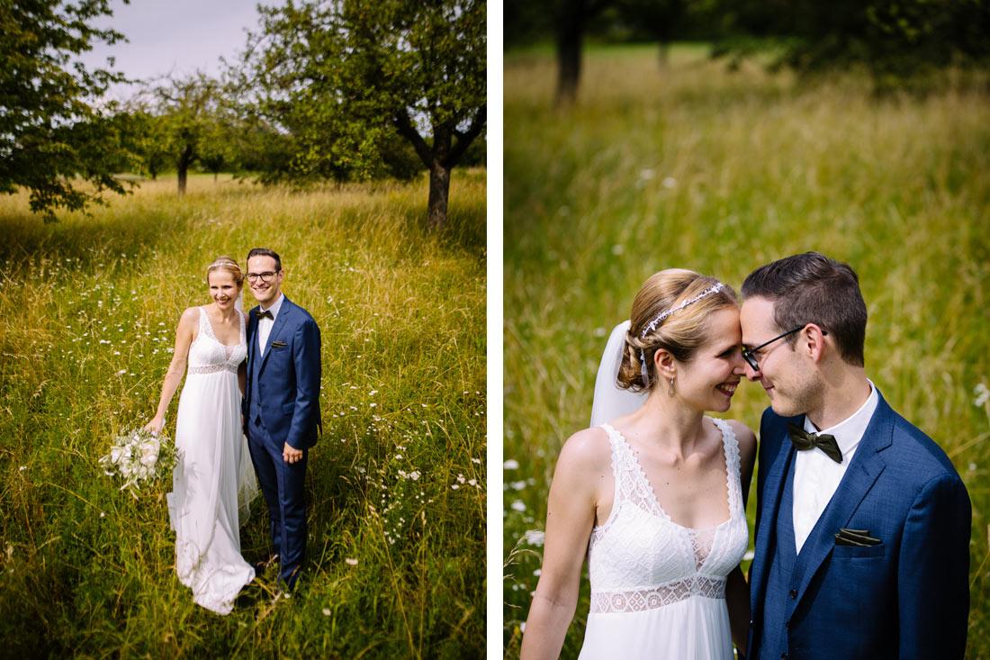 Hochzeitsfoto in Sommerwiese