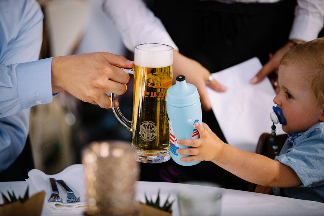 Bier und Babyflasche