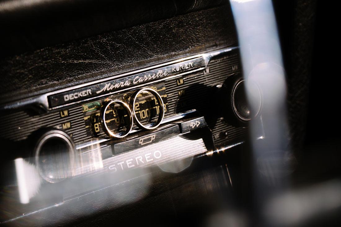 Eheringe auf Autoradio