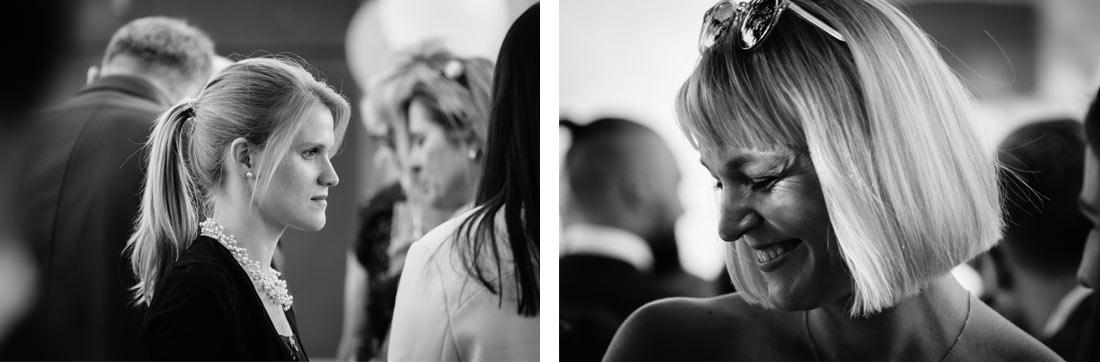 Schwarzweiß Portraits zweier Gäste