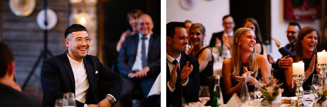 Gäste applaudieren