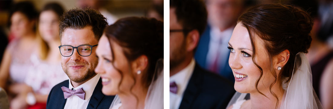 Lachende Braut im Standesamt