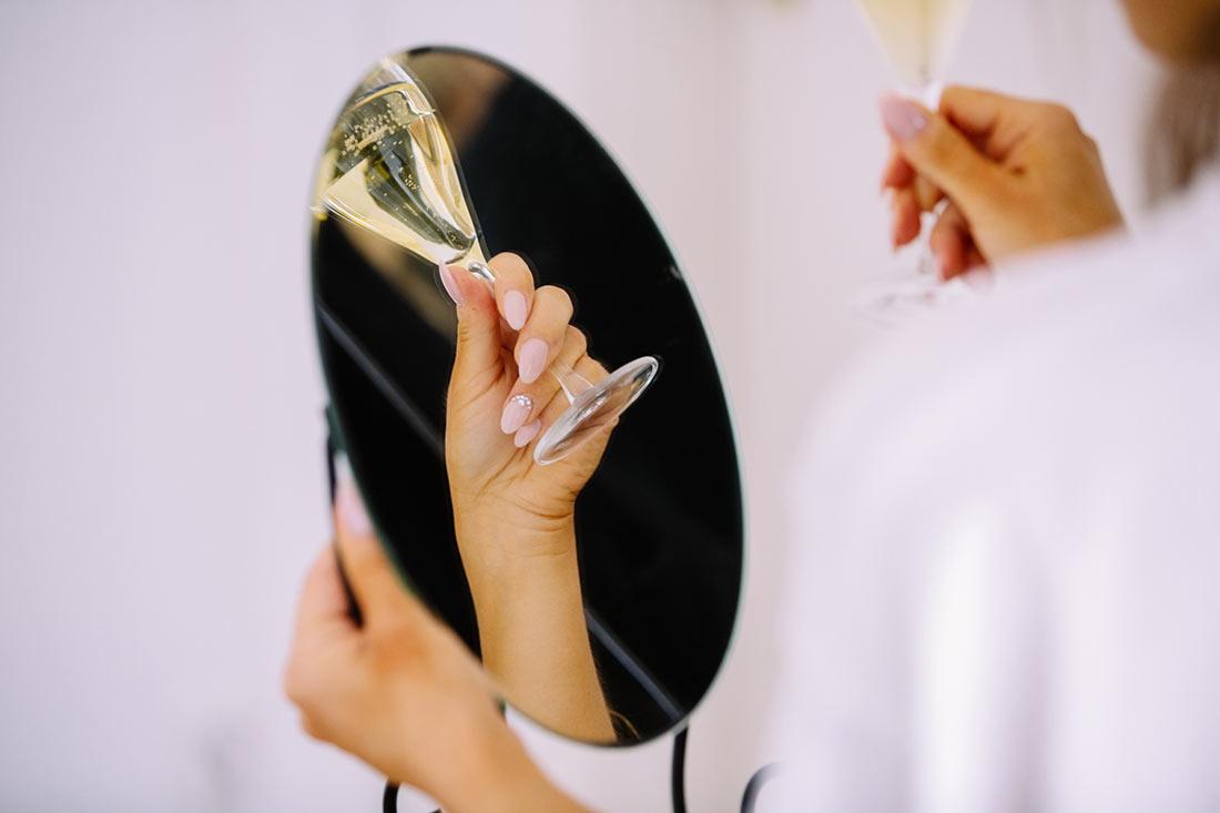 Sektglas im Spiegel