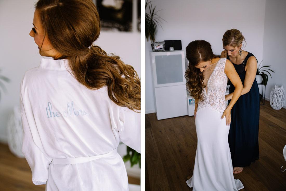 Braut zieht ihr Kleid an