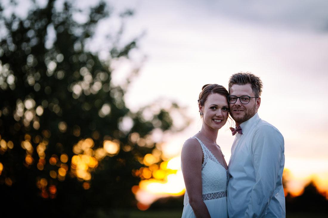 Hochzeitsfoto im Sonnenuntergang
