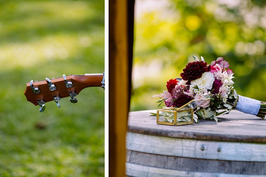 Hochzeitstrauss und Gitarre