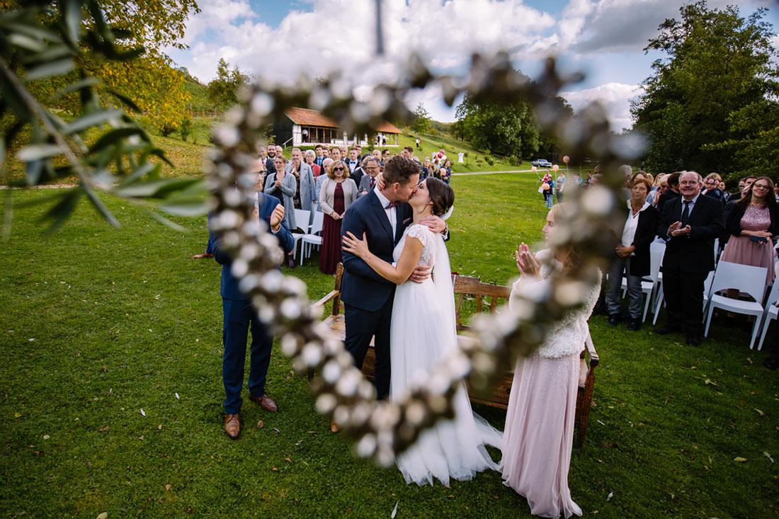 Hochzeitskuss mit Herz