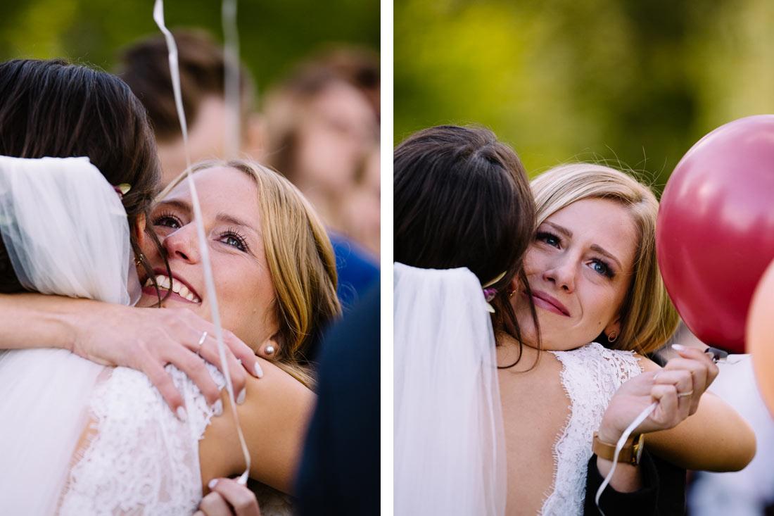 Umarmungen für die Braut