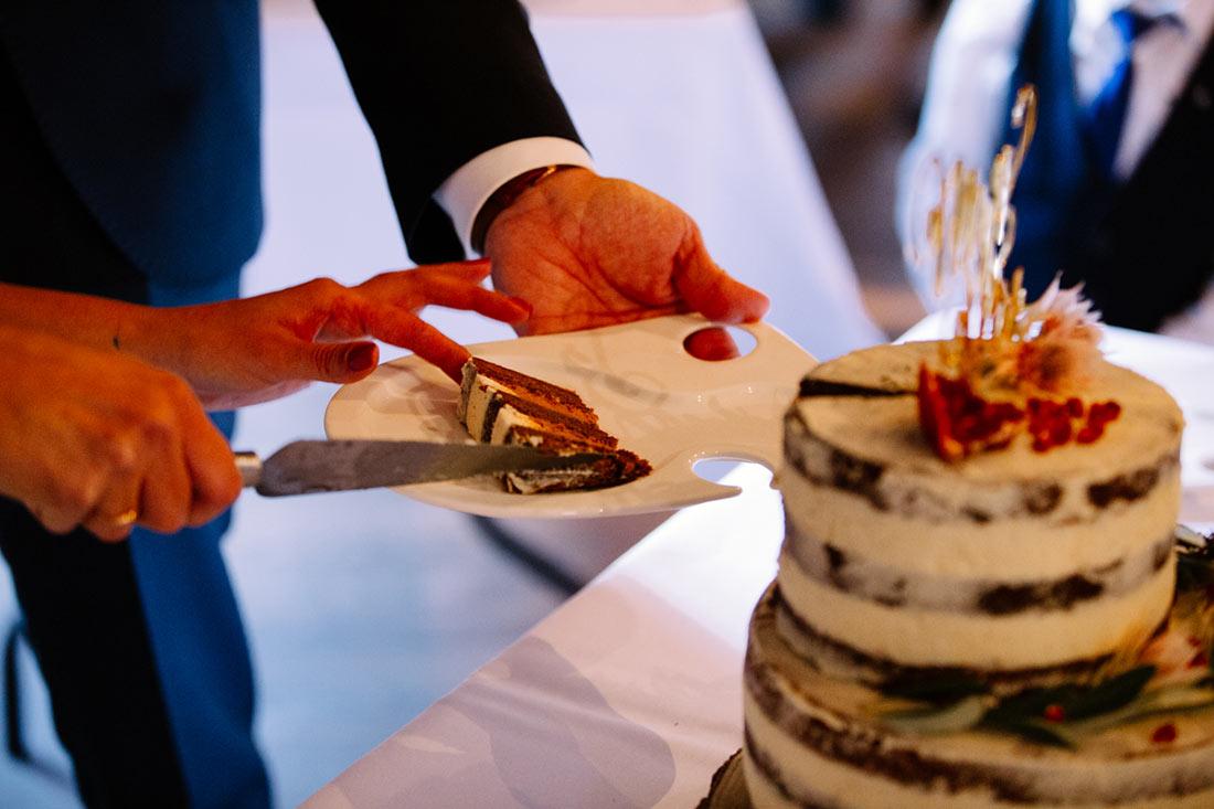 Erfolgreicher Anschnitt der Torte