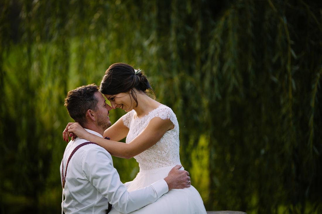 Hochzeitsfoto vor Trauerweide