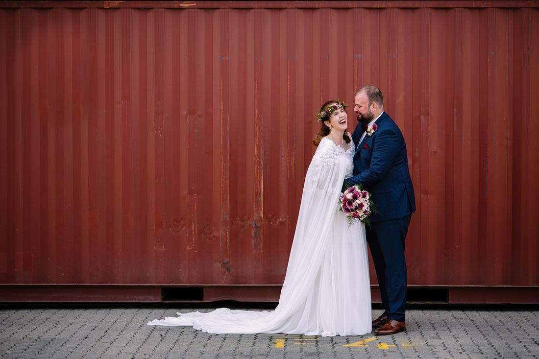 Hochzeitsbilder vor Container