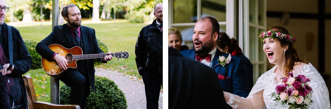 Überraschtes Brautpaar