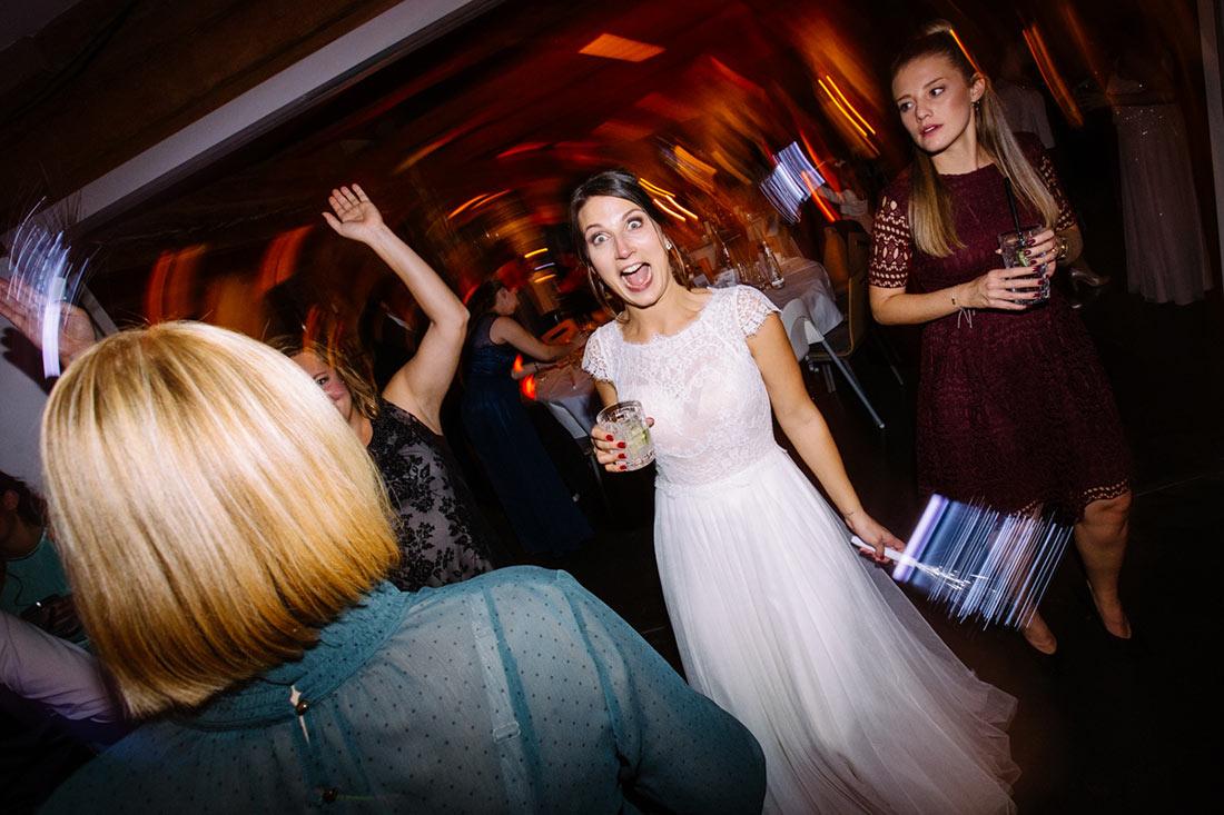 Braut auf der Tanzfläche